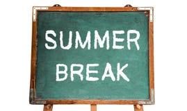 Message textuel de coupure d'été d'école dans la craie blanche écrite sur un tableau en bois ou un tableau noir de vieux vintage  Photo stock