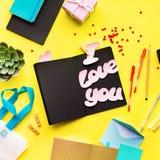 Message vibrant adolescent d'objets de style je t'aime photo stock