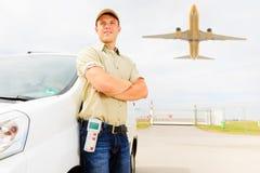 Messager avec Van et avion, concept de transport aérien Image libre de droits