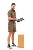 Messager posant avec un comprimé numérique Photo libre de droits