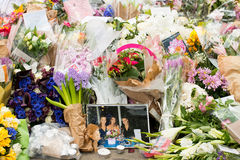 Messages and floral tributes to the victims of the London Bridge terrorist attacks. Floral tributes and messages placed in memory of those who were killed or stock images