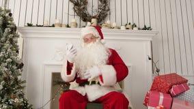 Messages riants de Noël de lecture de Santa Claus des enfants clips vidéos