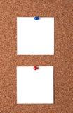 Messaggi sulla scheda del sughero Immagine Stock