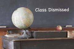 Messaggio allontanato classe sulla vecchia lavagna Fotografia Stock Libera da Diritti