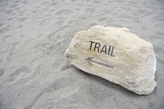 Messaggio della traccia sulla regione selvaggia che fa un'escursione il fondo della sabbia Fotografia Stock Libera da Diritti