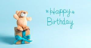 Messaggio di compleanno con l'orsacchiotto fotografie stock