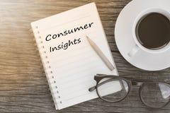 Messaggio di comprensioni del consumatore di concetto sul taccuino con i vetri, penc fotografie stock