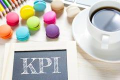 Messaggio di KPI di concetto sui bordi di legno Immagini Stock