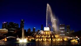Messaggio di Memorial Day alla fontana alle luci dell'oro immagini stock