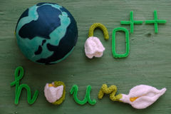 Messaggio di ora della terra su fondo verde Fotografie Stock Libere da Diritti