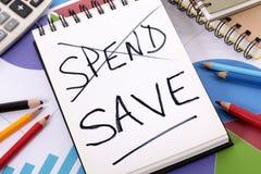 Messaggio di risparmio e di spesa Fotografie Stock Libere da Diritti