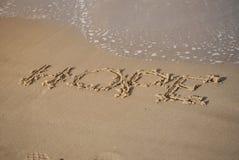 Messaggio di speranza sulla sabbia della spiaggia fotografia stock libera da diritti