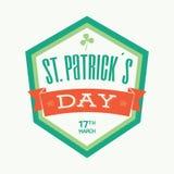 Messaggio di tipografia del distintivo del giorno di St Patrick nei colori verdi ed arancio - vector eps8 Fotografie Stock Libere da Diritti