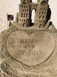 Messaggio felice del 4 luglio nella sabbia Immagini Stock Libere da Diritti