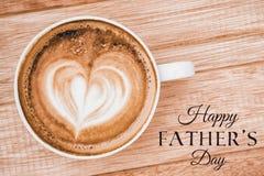 Messaggio felice di giorno di padri accanto a caffè fotografie stock libere da diritti