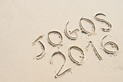 Messaggio semplice 2016 di Jogos scritto a mano sulla spiaggia di sabbia Immagine Stock Libera da Diritti