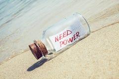 Messaggio in un potere di bisogno della bottiglia Immagini Stock Libere da Diritti