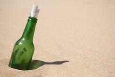 Messaggio in una bottiglia immagine stock libera da diritti