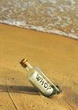 Messaggio in una bottiglia, domanda che immagine stock libera da diritti