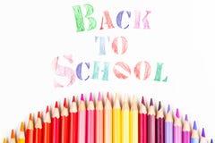 Messaggio & x22; Di nuovo alla scuola & a x22; con la matita di colore Fotografie Stock