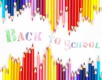 Messaggio & x22; Di nuovo alla scuola & a x22; con la matita di colore Fotografia Stock