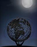Messe der New- Yorkwelt Unisphere, Nachtzeit Lizenzfreie Stockfotografie