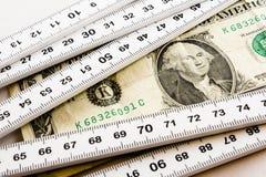 Messen des Dollars Stockbild