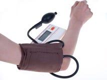 Messen eines Blutdruckes Lizenzfreie Stockbilder