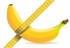 Messen von einer Banane mit Bandmaß Lizenzfreies Stockfoto
