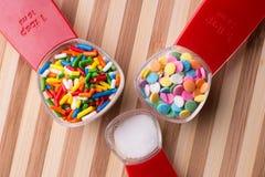 Messende Bonbons - Backen stockbild