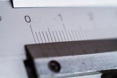 Messende Hilfsmittel Tasterzirkelnahaufnahme Skala der Abteilung auf einem Werkzeug lizenzfreies stockbild