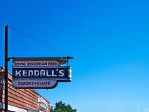 Messenrivier, Mn - 2 Juli, 2018: Teken voor Kendall ` s Rookhok stock afbeelding