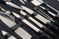 Messer des Berufschefs eingestellt im schwarzen Kasten Stockbild