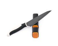 Messer in einem Bleistiftspitzer lokalisiert Lizenzfreie Stockfotos