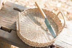 Messer im Korb Lizenzfreie Stockfotos