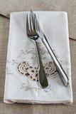 Messer und Gabel auf Leinen Lizenzfreie Stockbilder