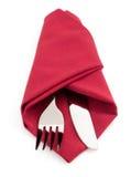 Messer und Gabel an der Serviette auf Weiß Lizenzfreie Stockfotos