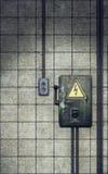 Messerschalter auf alter schmutziger Wand Stockfotografie
