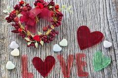 Messge d'amour de Saint-Valentin sur un fond rustique Photos libres de droits