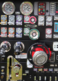 Messgeräte auf der Seite eines Löschfahrzeugs Stockfotografie