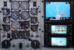 Messgeräte auf einem kleinen Flugzeug Stockfotografie