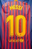 Messi y numera 10 en la camiseta del club Barcelona de Futbol foto de archivo