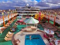 Messina, Italië - Mei 05, 2014: Het hogere dek van de Noorse Jade van het cruiseschip door NCL stock foto