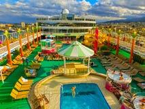 Messina, Italië - Mei 05, 2014: Het hogere dek van het cruiseschip Stock Afbeeldingen