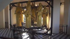 MESSINA, ITALIË - NOVEMBER 06, 2018 - Decoratie en binnenlandse gouden elementen van de Klokketoren van de Kathedraal van stock video