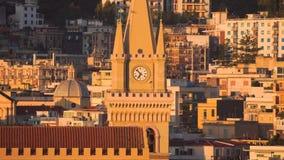 MESSINA, IT?LIA - 6 DE NOVEMBRO DE 2018 - vista panor?mica da cidade e os di Messina do domo ou catedral de Messina em Sic?lia video estoque