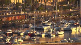 MESSINE, ITALIE - 6 NOVEMBRE 2018 - vue panoramique des b?timents du c?t? du port en Sicile dans 4k banque de vidéos