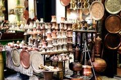 Messing en kopercofeepotten en dienbladen, Turkse koffie Royalty-vrije Stock Afbeelding