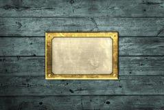 Messingplatte auf blauen Vorständen Stockfoto