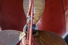 Messingpropeller-Blatt-Rumpf Tug Ship Close-Up lizenzfreie stockfotografie